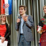 13.09.2014: Zu Gast beim Kroatischen Verein FALA. Auf der Bühne des Reckensaals in Thyangen mit Ruza Studer, der Präsidentin des kroatischen Kulturvereins FALA (links)
