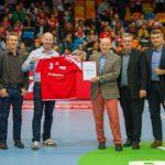 """Auszeichnung mit dem Label """"Nationale Handball Akademie"""" durch Swiss Olympics und das BASPO für die Suisse Handball Academy in der Pause des EM-Qualifikationsspiels Schweiz - Belgien vom 14.04.2019 in der BBC Arena"""